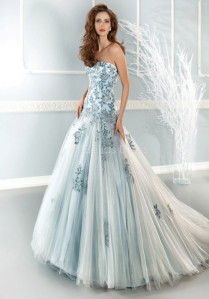 luxurious-tulle-princess-strapless-floor-length-sleeveless-wedding-gown_IV1